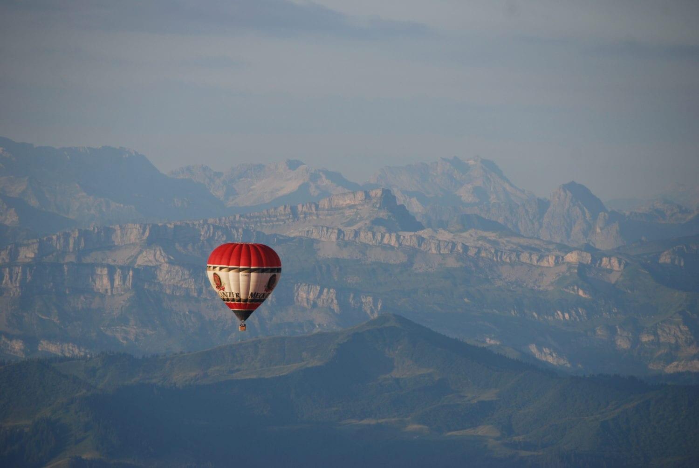 Voor de Gottesacker stijgt nog een ballon op.