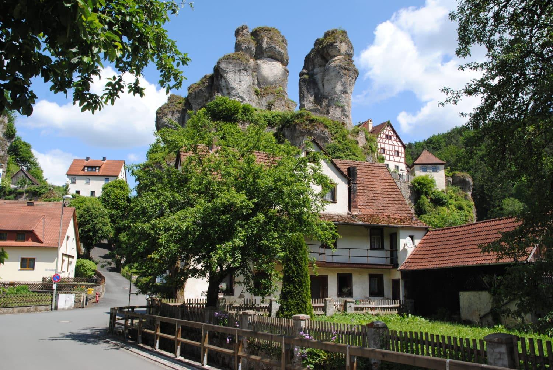 Tüchersfeld met de twee 'vergeten' rotsen