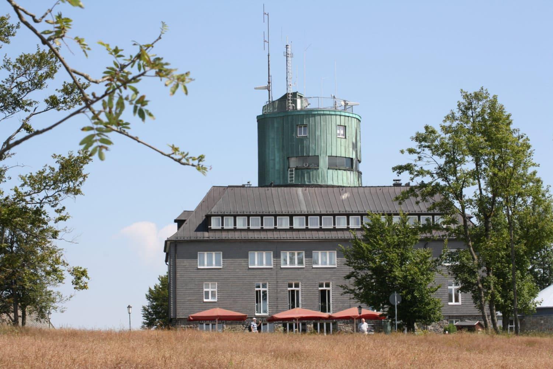 Het Wetterstation op de Kahlen Asten verzamelt gegevens voor de weersvoorspellingen.