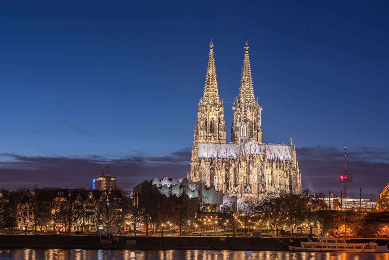 De Dom in Keulen bij avondlicht