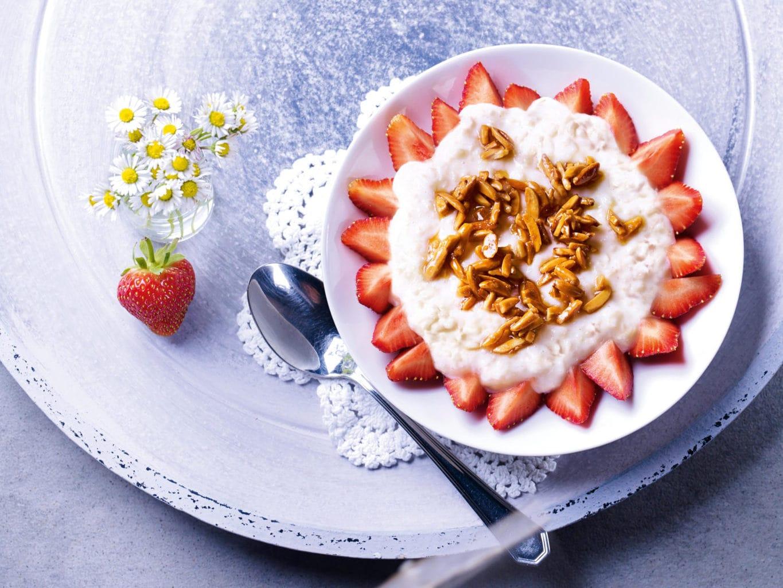 Amandelmelkrijst met aardbeien