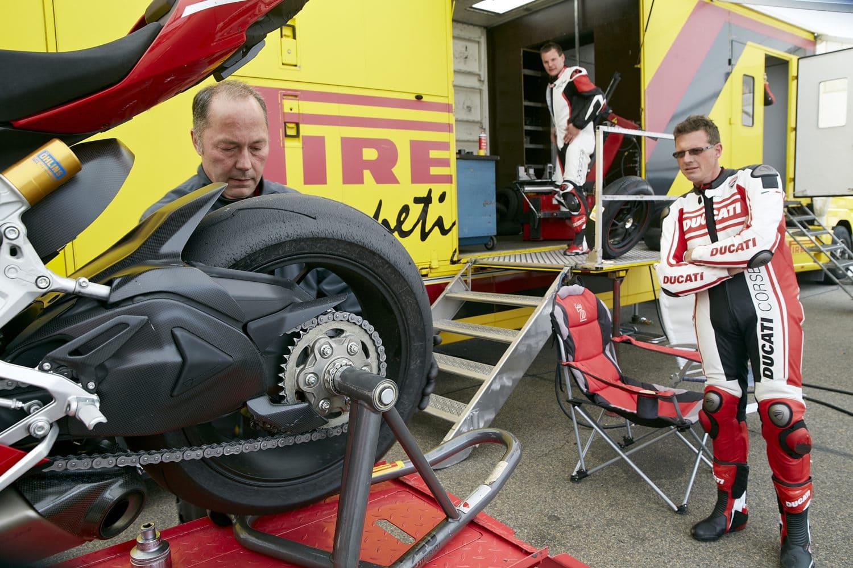 Ducati is bij elke training aanwezig en heeft alles onder controle.
