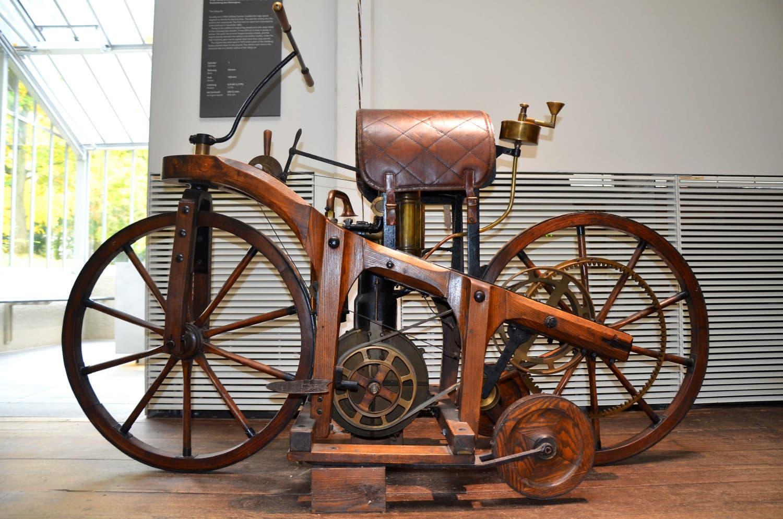 De eerste motorfiets