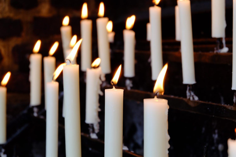 Een kaars aansteken voor de basilika van Kevelaer