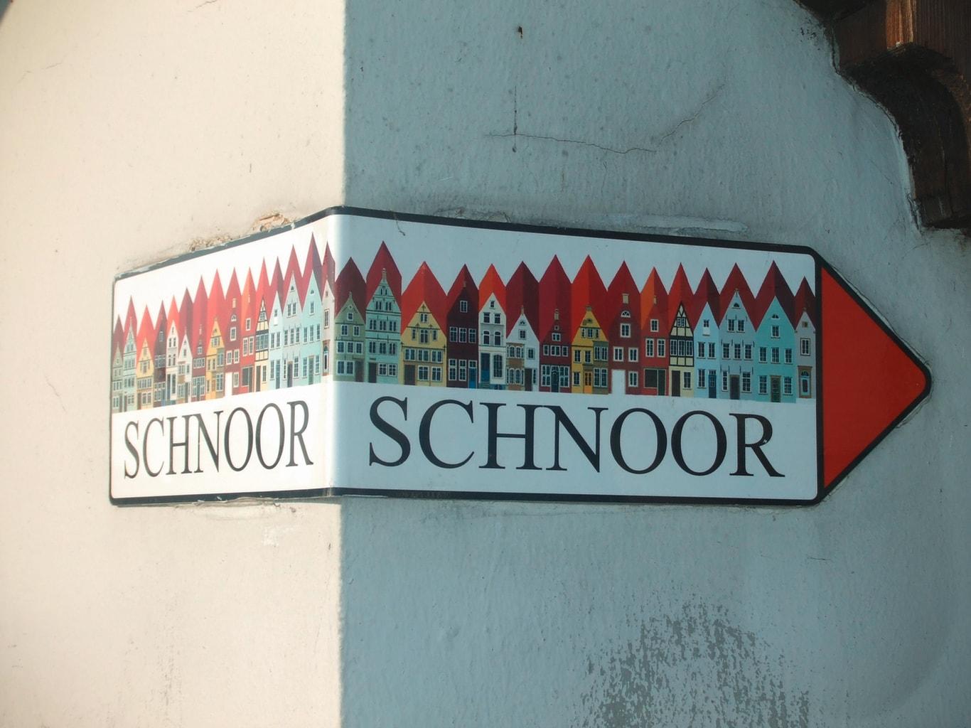 Verkeersbord met erop de huizen van het Schnoorviertel in Bremen