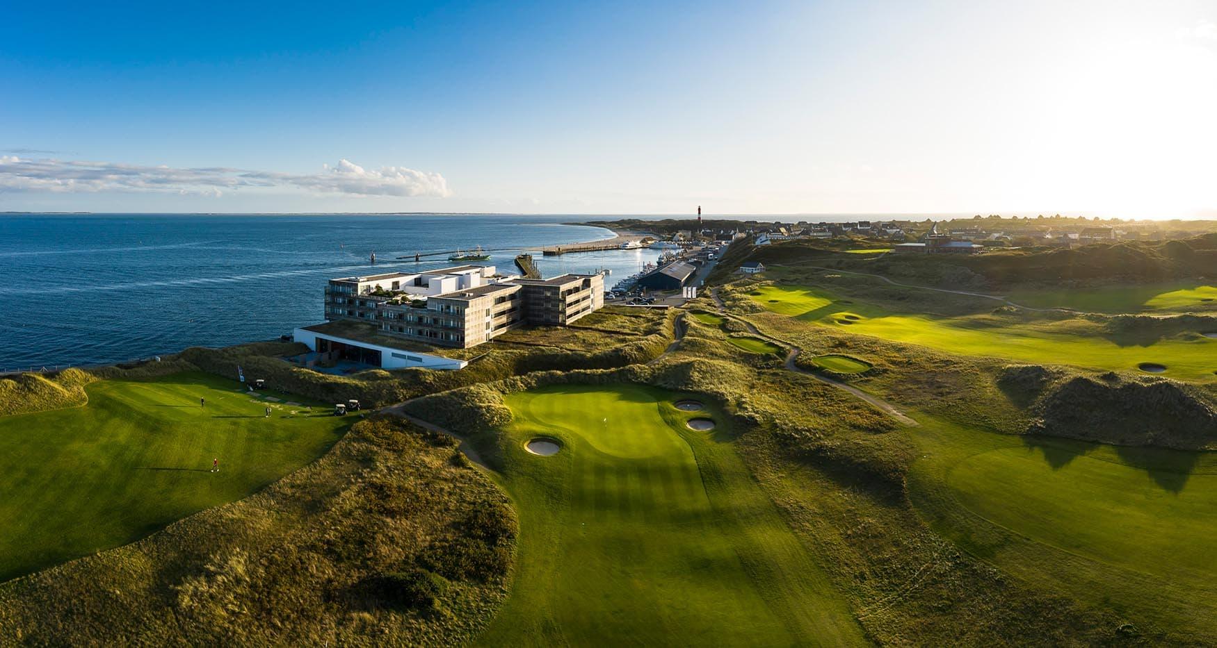 Een golfparcours op het eiland Sylt in Duitsland met Budersand