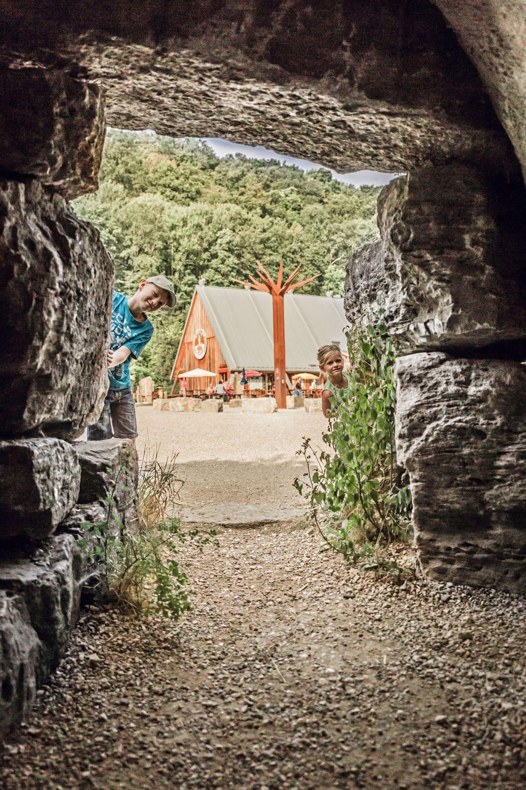 Ingang Charlottenhöhle in Giengen an der Brenz in Baden-Würrtemberg