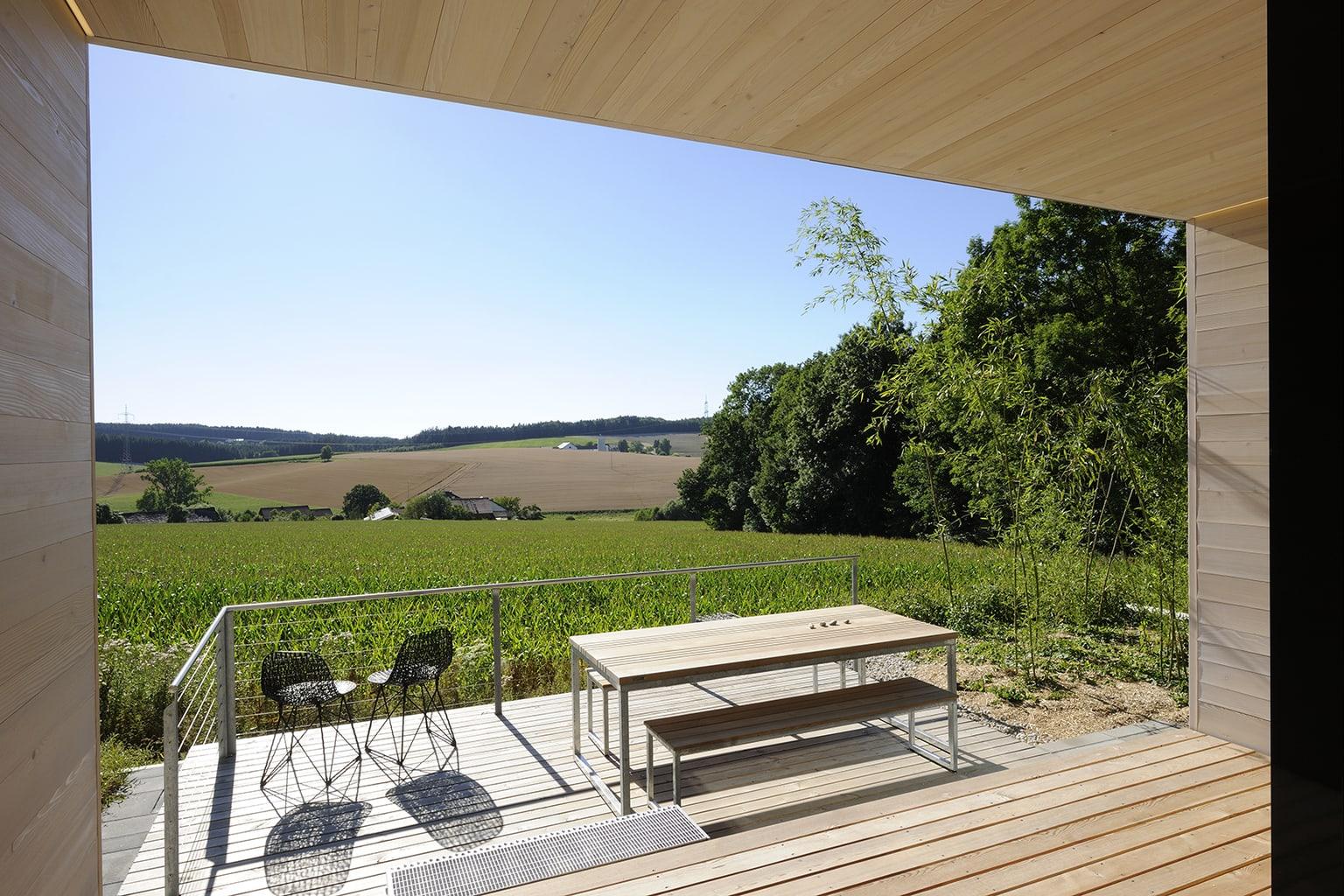 Uitzicht op velden vanuit een suite in Hotel Hofgut Hafnerleiten
