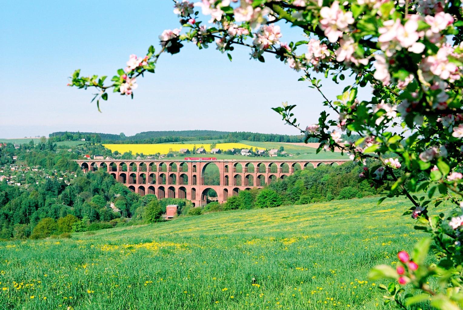 De Göltzschtalbrug in Saksen is de langste spoorbrug van de wereld