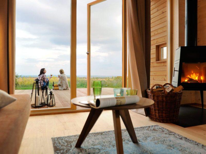 Open haard en uitzicht op de natuur vlak bij nationaal park Hainich in Thüringen