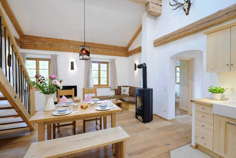 Hotel Hanznhof in Beieren van binnen met veel hout