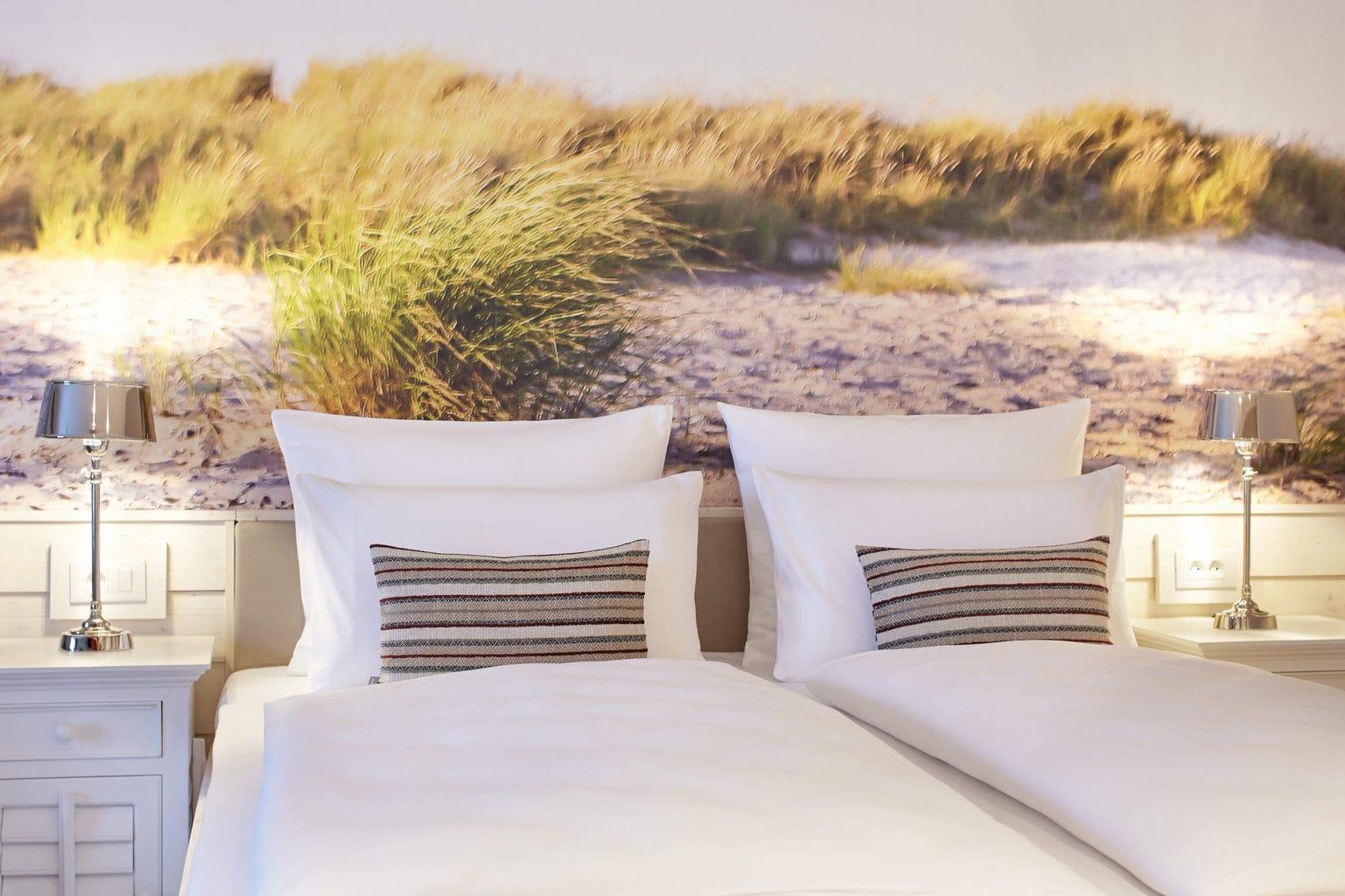 Bedden voor duinenbehang in Beach Motel