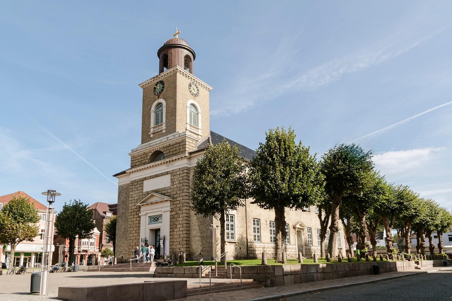 De kerk van het Duitse Nordzeestadje Husum