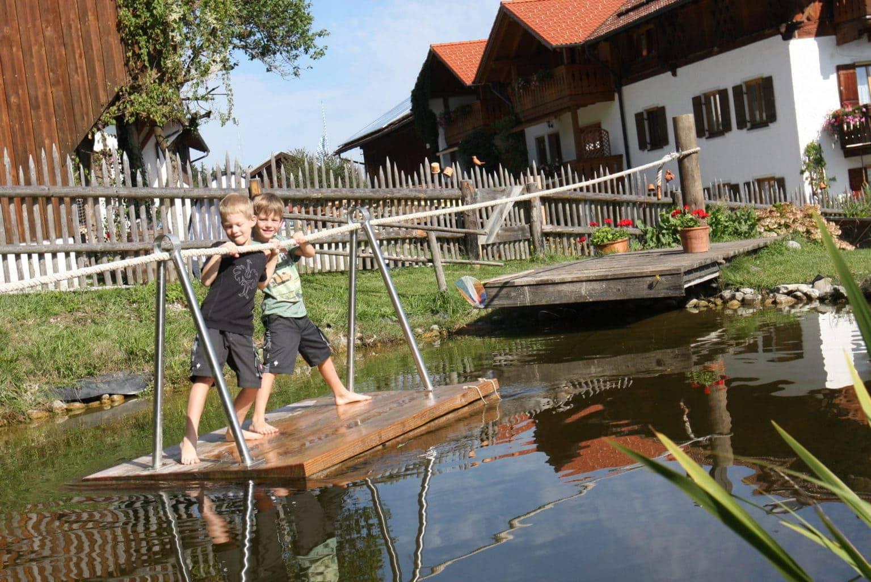 Het Bussjägerhof is een van de vakantieboerderijen in Beieren