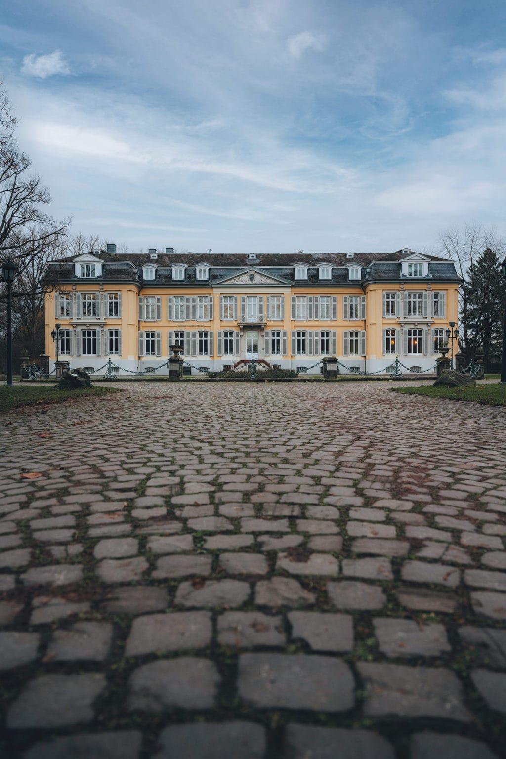 Museum Morsbroich in de Duitse stad Leverkusen is het eindpunt van de fietsroute Beuys & Bike