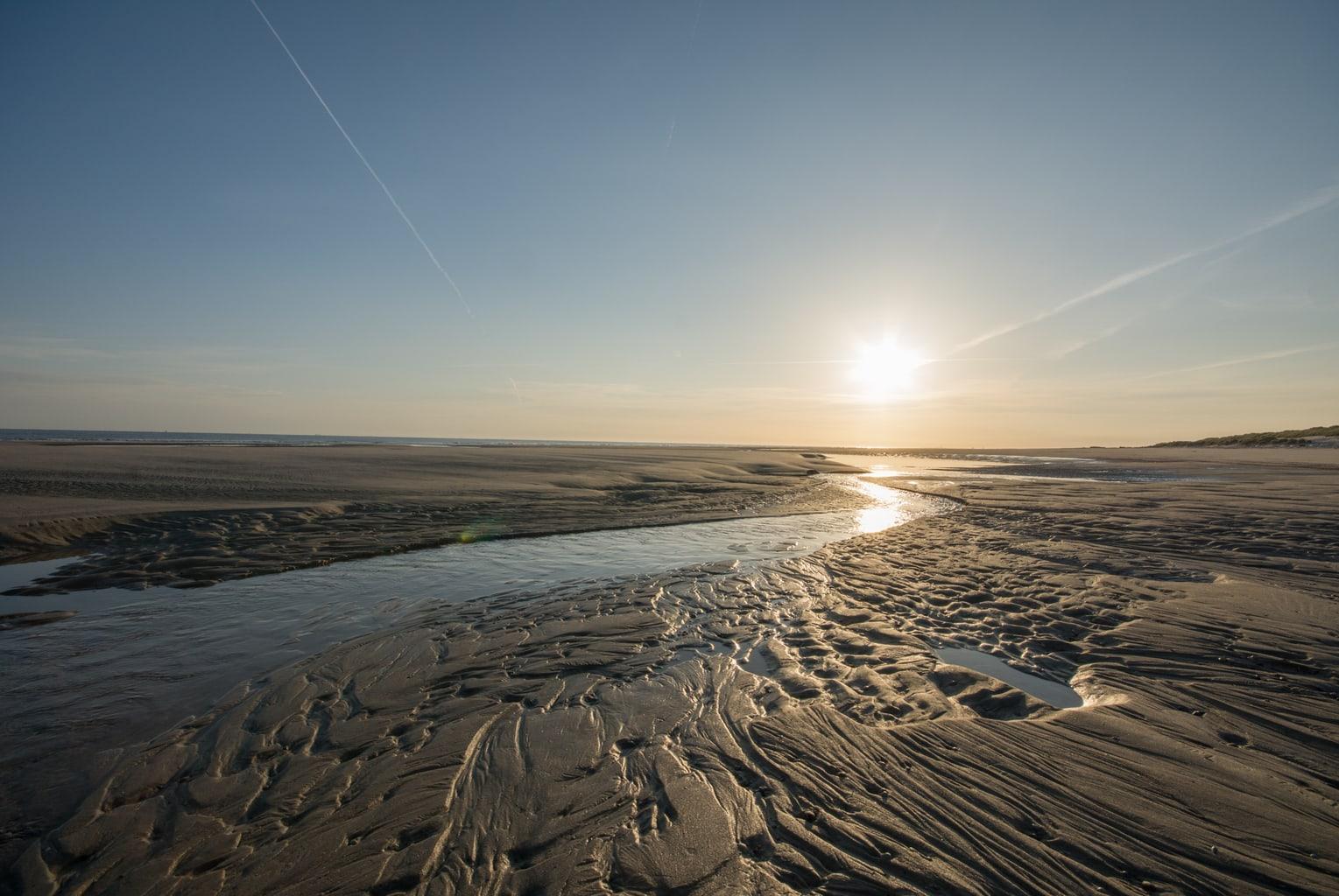 Prielen in de waddenzee vlak bij het waddeneiland Spiekeroog