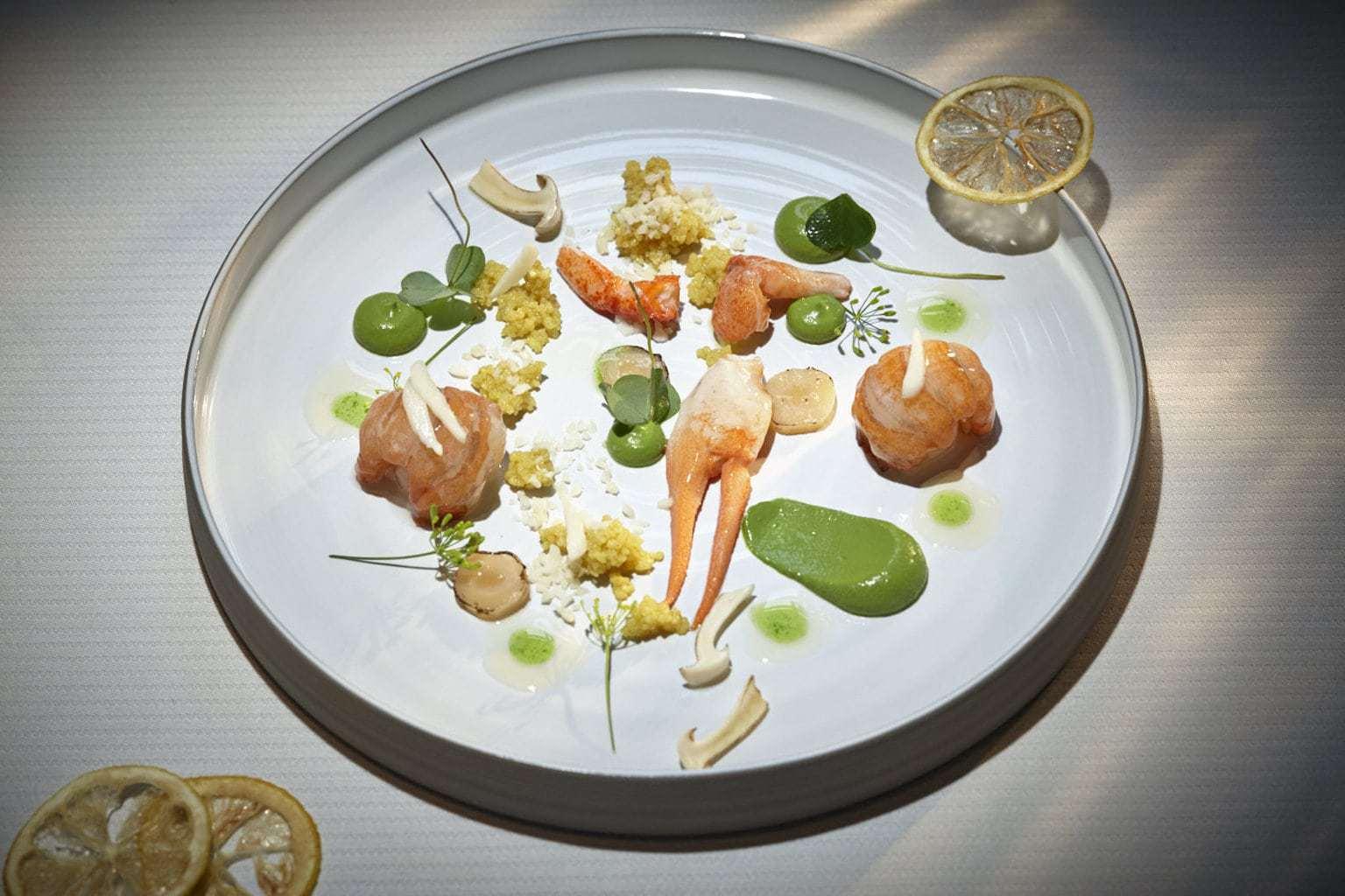 Kreeft met venkel op een bord in restaurant Vendome in Bergisch Gladbach