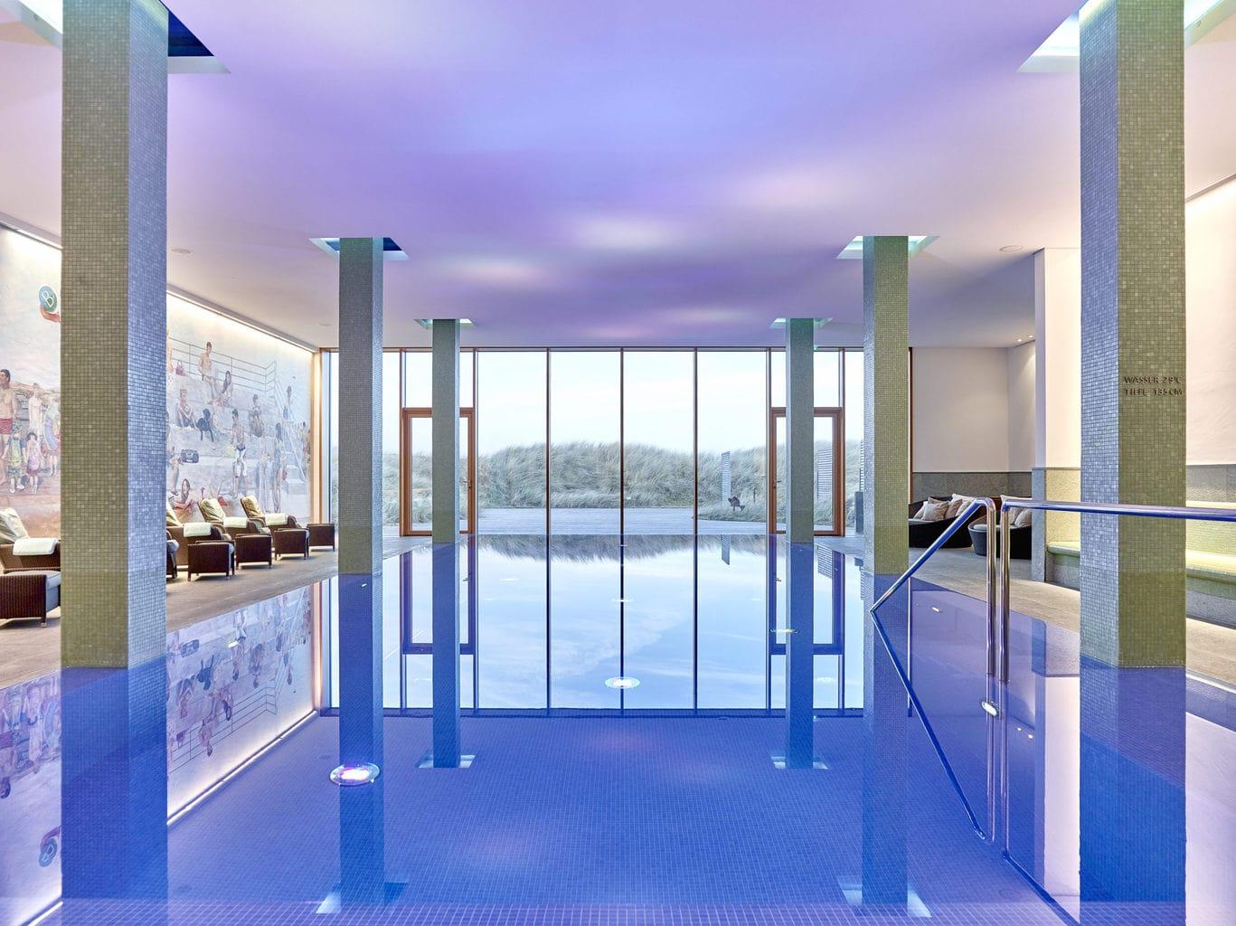 Het zwembad van Hotel Budersand op Sylt met heerlijk water