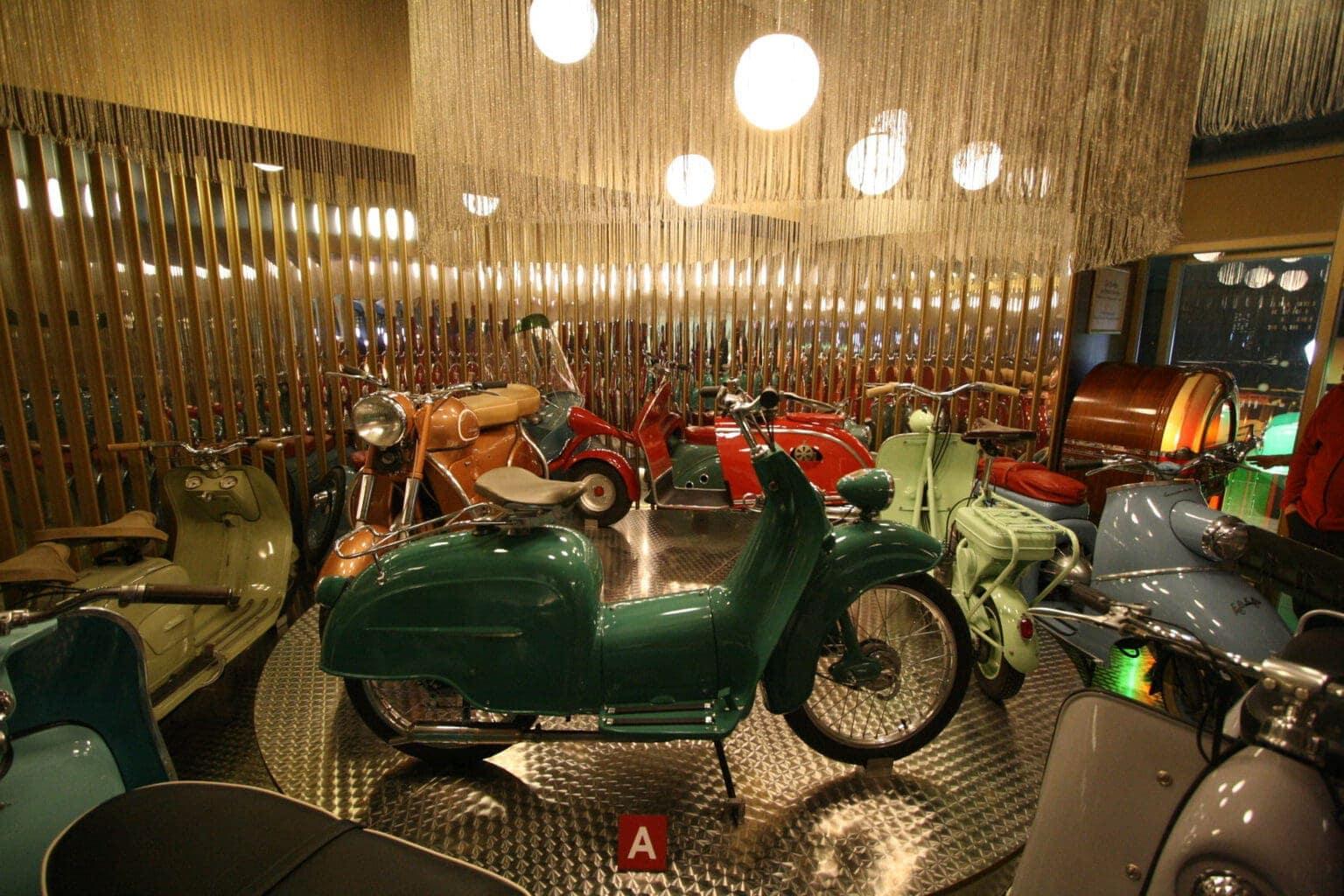 Antieke motoren in automobielmuseum Einbeck in Nedersaksen