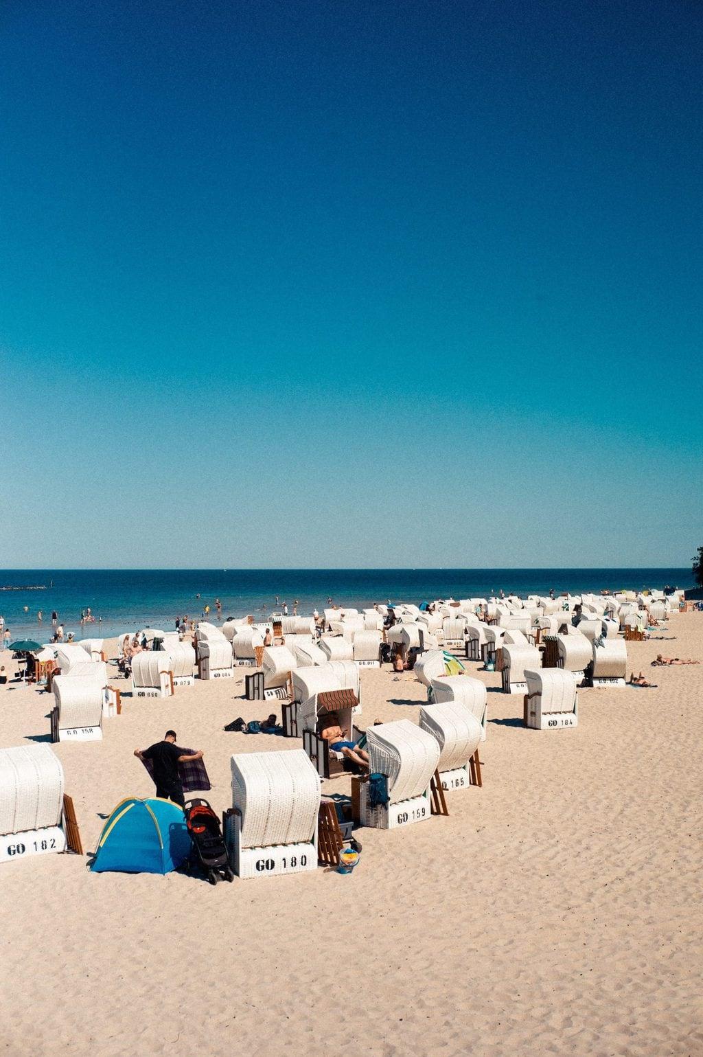 Strandkorven in Binz op het eiland Rügen