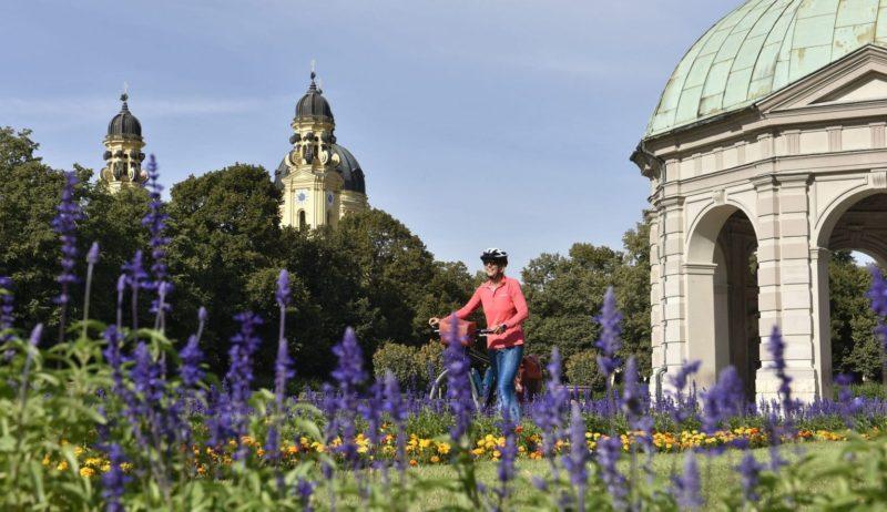 Wie met de fiets van München naar Augsburg gaat komt ook langs de Hofgarten in München