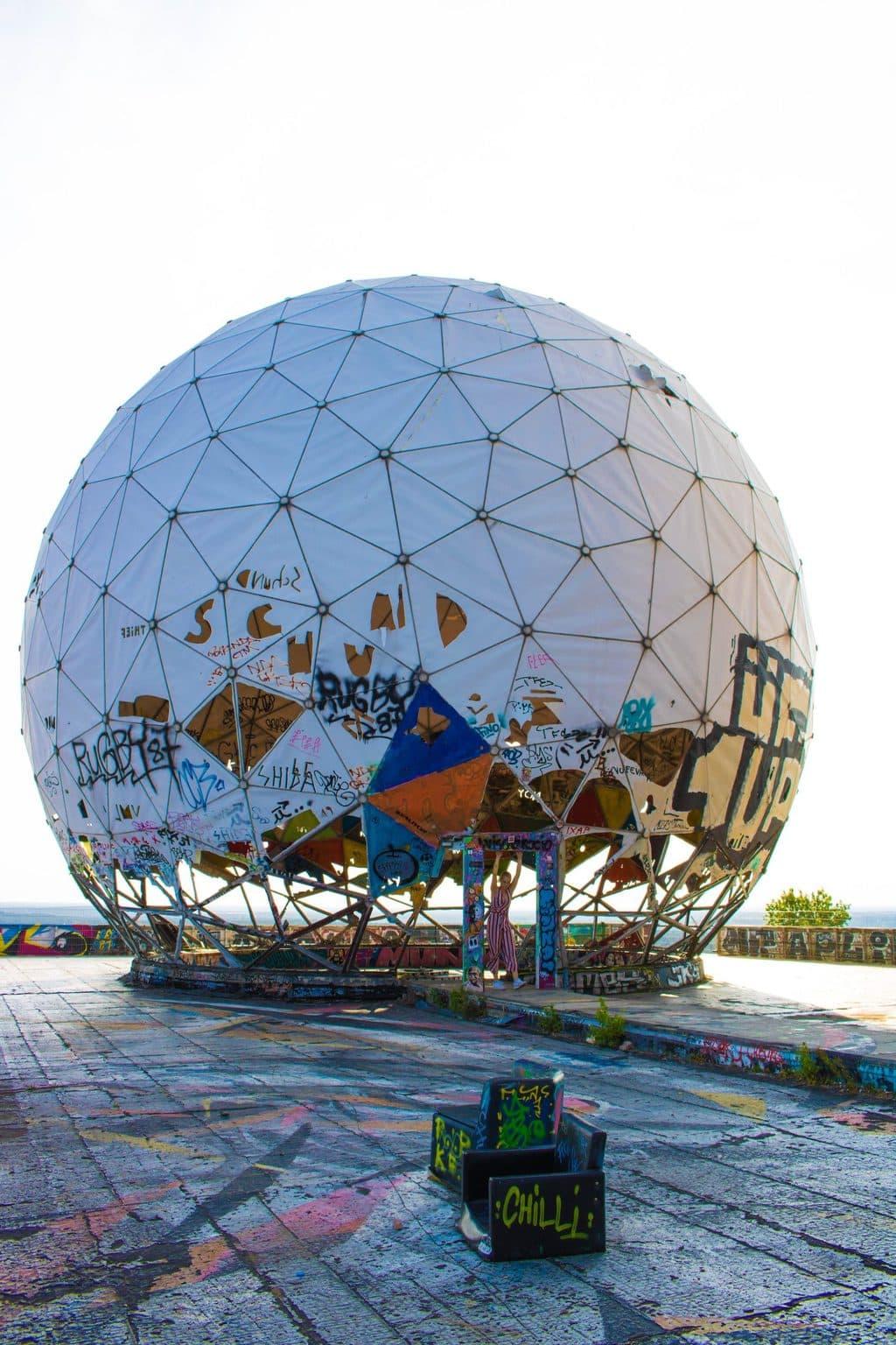 De ruïne van een radarstation op de Teufelsberg in Berlijn
