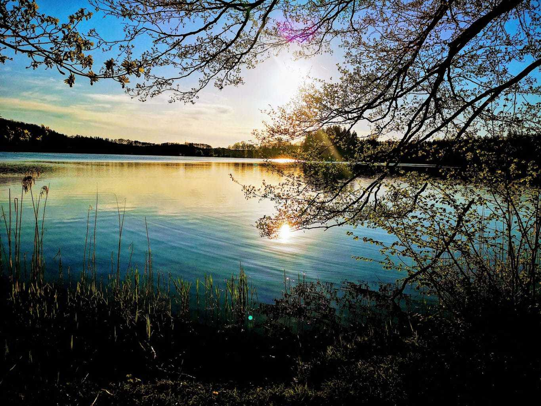 Een meertje in Beieren tijdens het zonsondergang