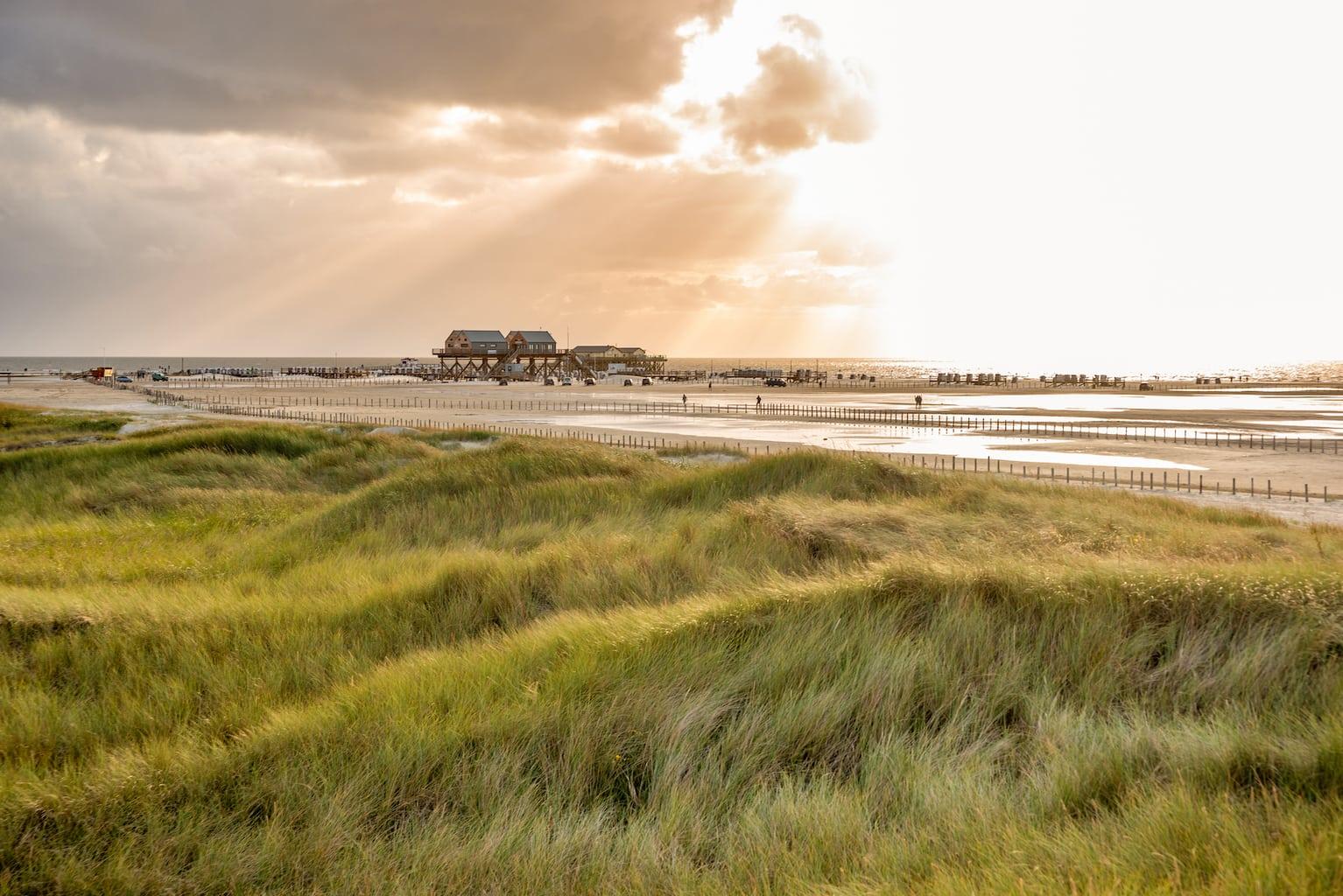 Duinen en strand van St. Peter Ording aan de Duitse Nordzeekust