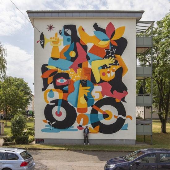 Openluchtkunst of terwijl street art van Ruben Sanchez in Mannheim