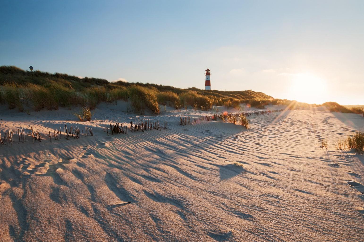 Vuurtoren op het eiland Sylt in de Noordzee bij Ellenbogen