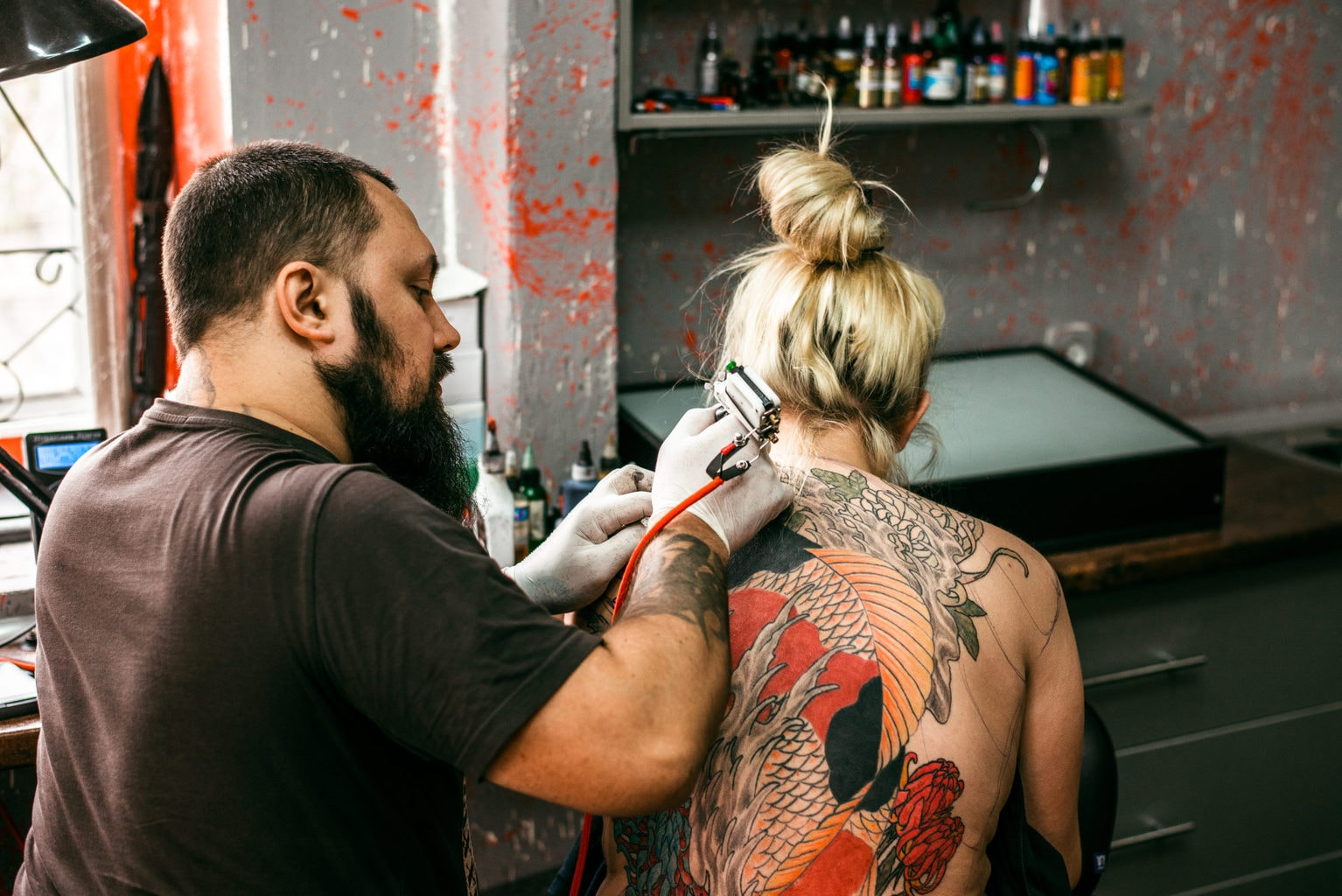 Bekende adressen voor tatoeages in Duitsland met probleemzone nek