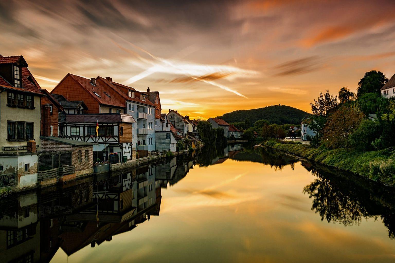 Zonsopgang in het stadje Eschwege in Hessen