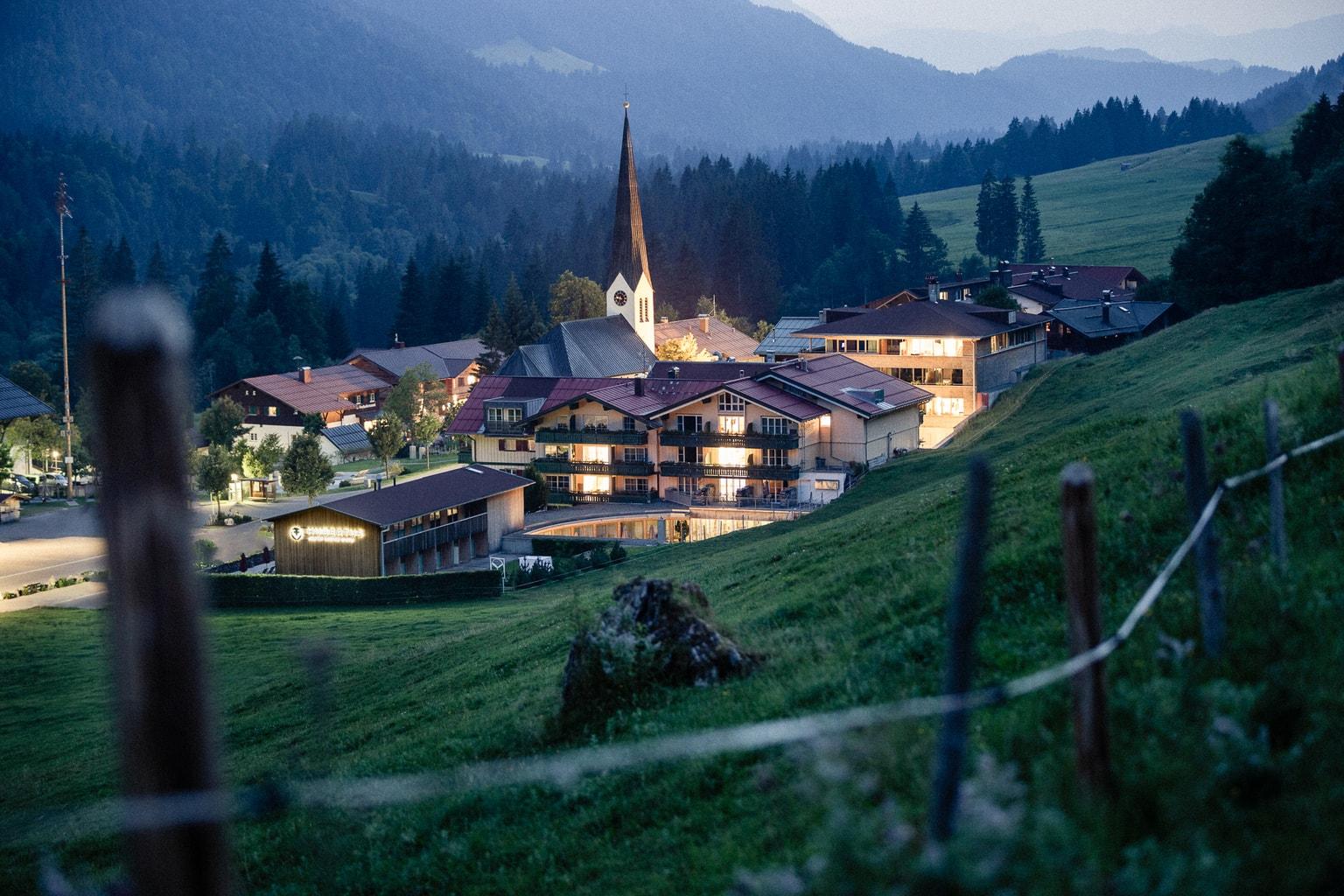 Uitzicht op de Hubertus Alpin Lodge met uitzicht op de Allgaeu