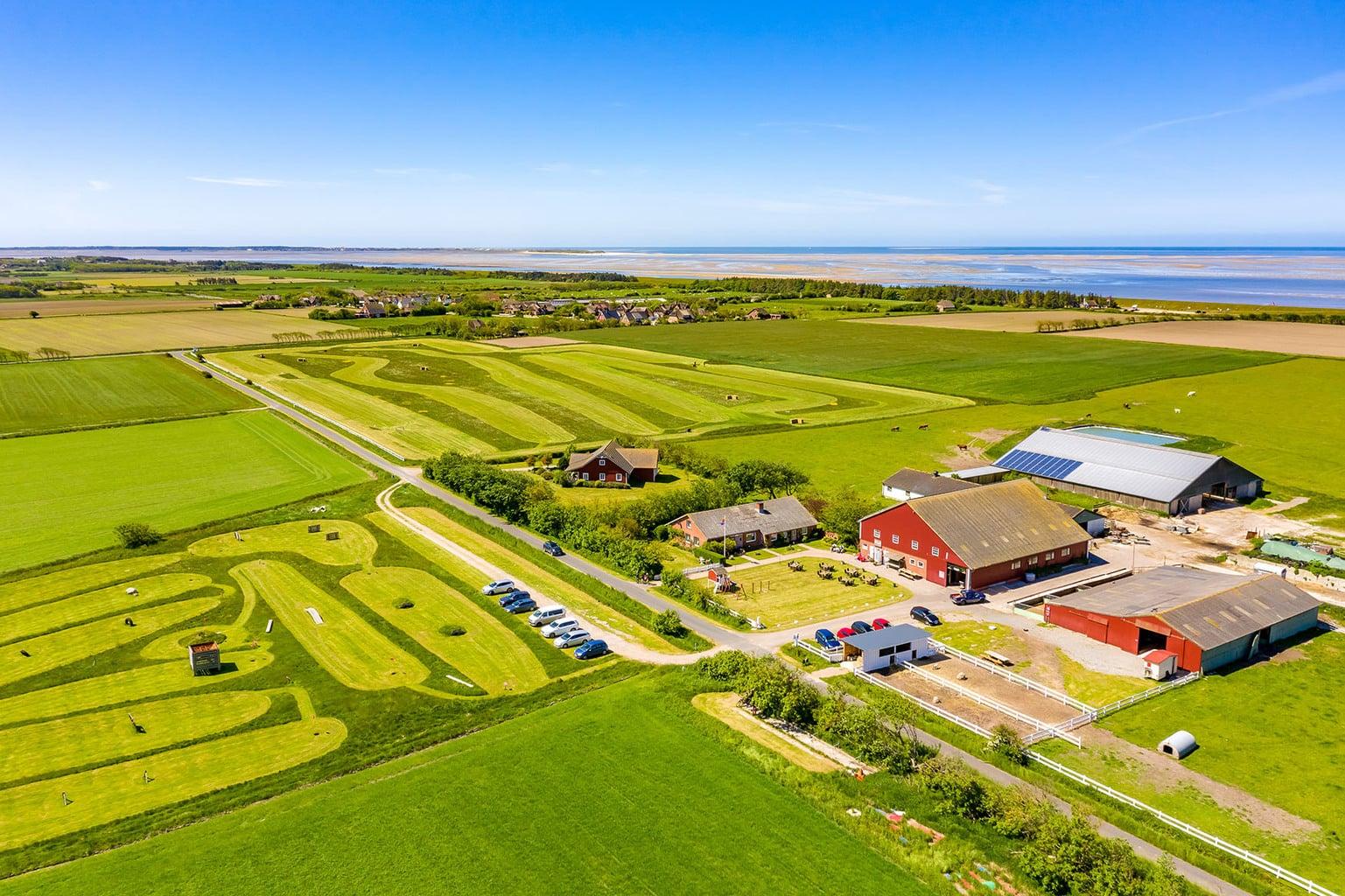 De farm van familie Hinrichsen van boven