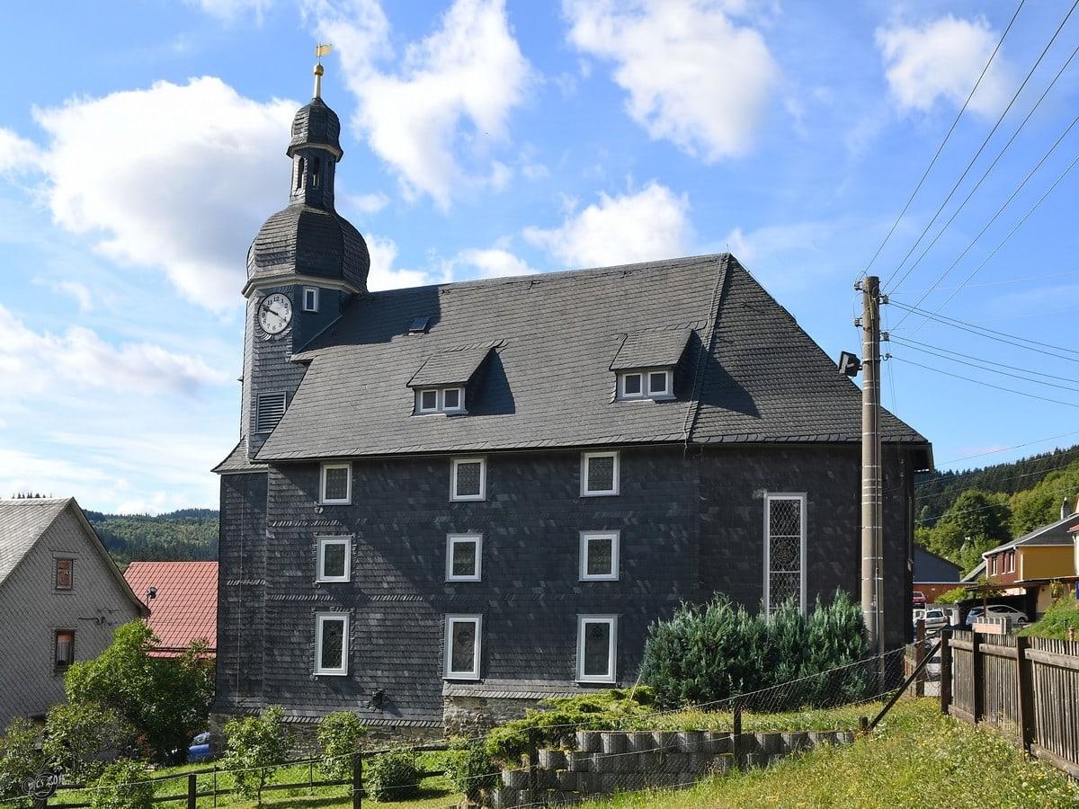 De kerk van het dorpje Manebach in Thüringen