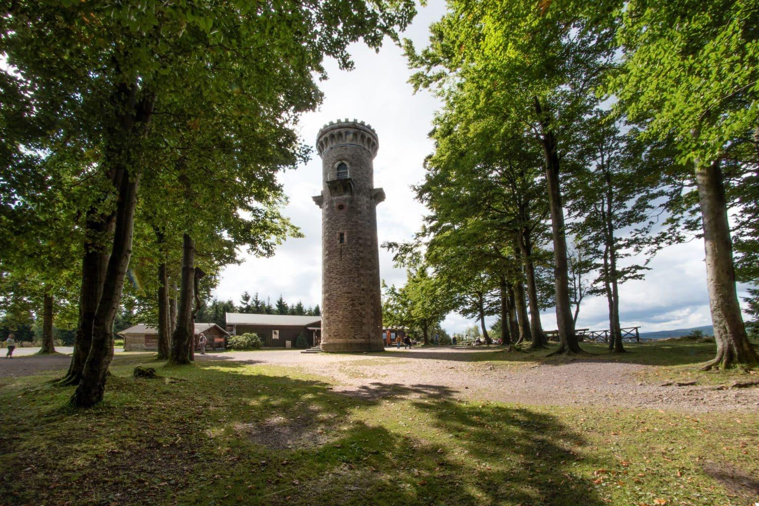De Kickelhahnturm in het Thüringer woud in de buurt van Ilmenau