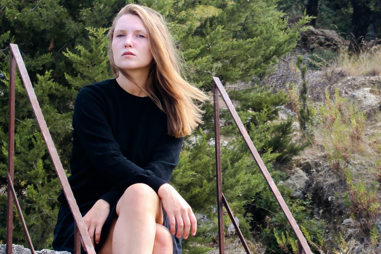 Stella Sommer is de zangeres van der Hamburgse band Die Heiterkeit