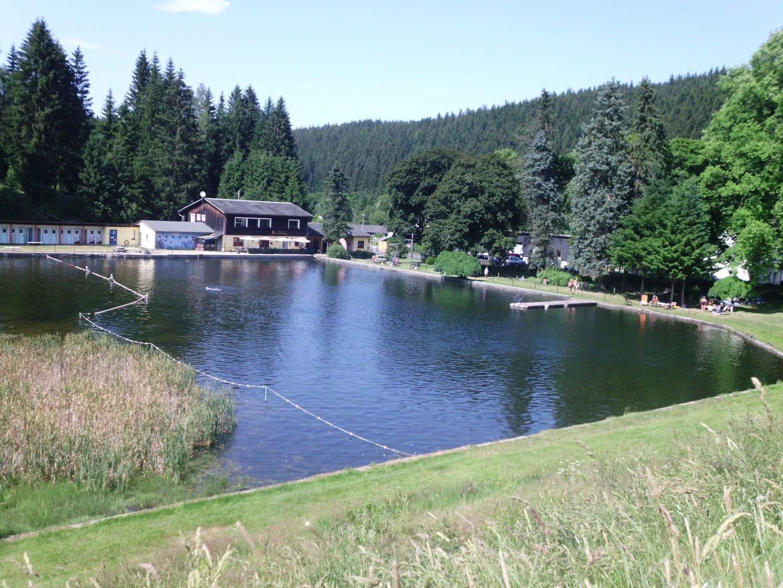 Met andere woorden is het Natuurzwembad in Ilmenau in het Thüringer heerlijk