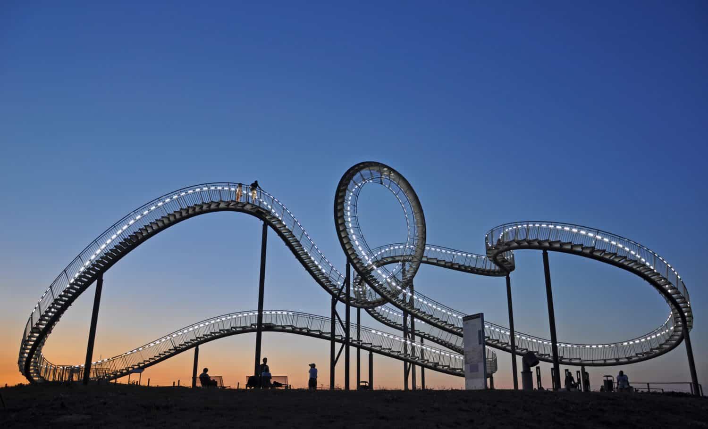 Kunstwerk en achtbaan in Duisburg maakt deel uit van de Route van de Industricultuur als een van de mooiste autoroute in Duitsland