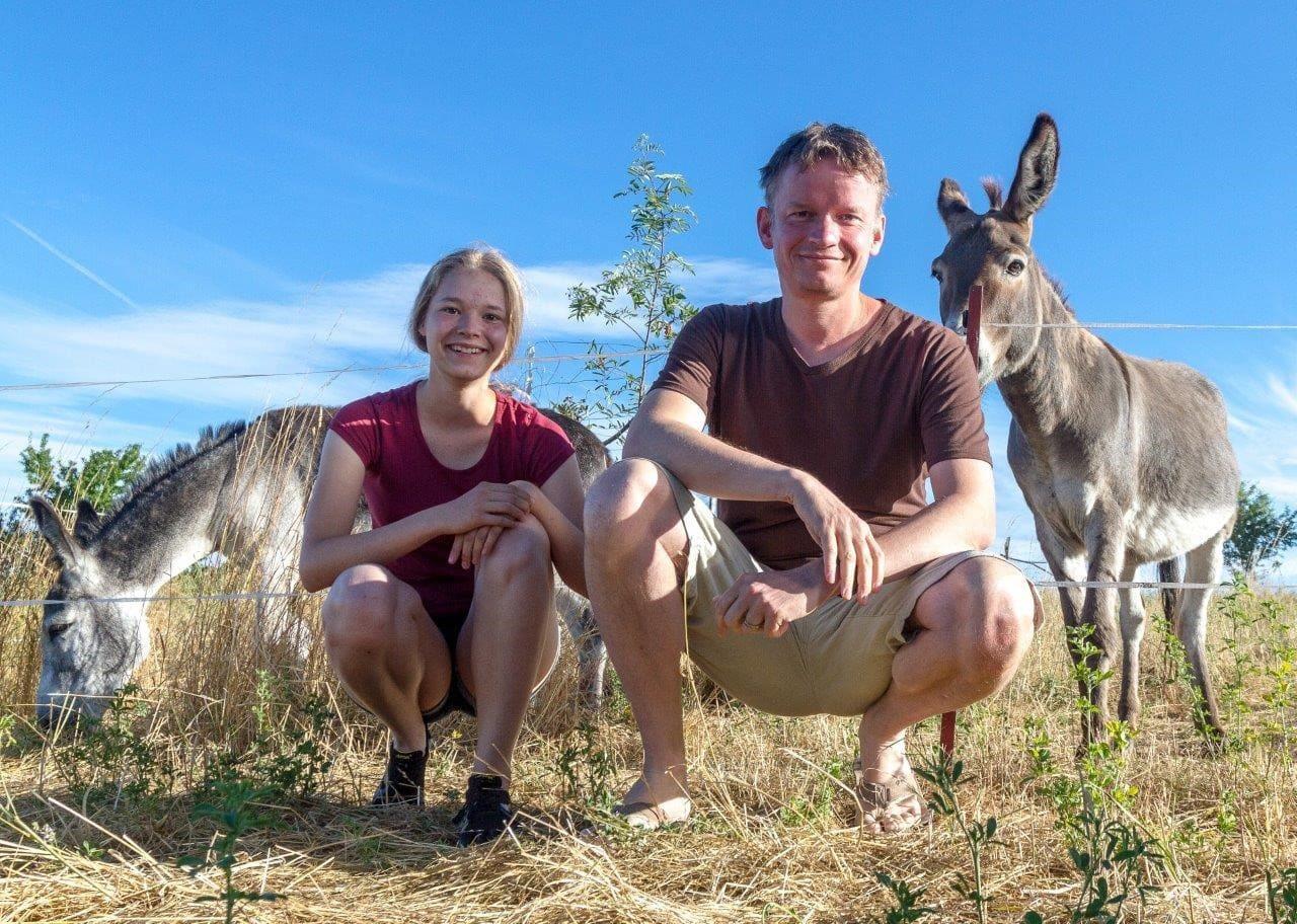 Onderweg met dieren in Saksen-Anhalt: Een Pelgrimstocht met ezels in Saksen-Anhalt is een leuk voorbeeld