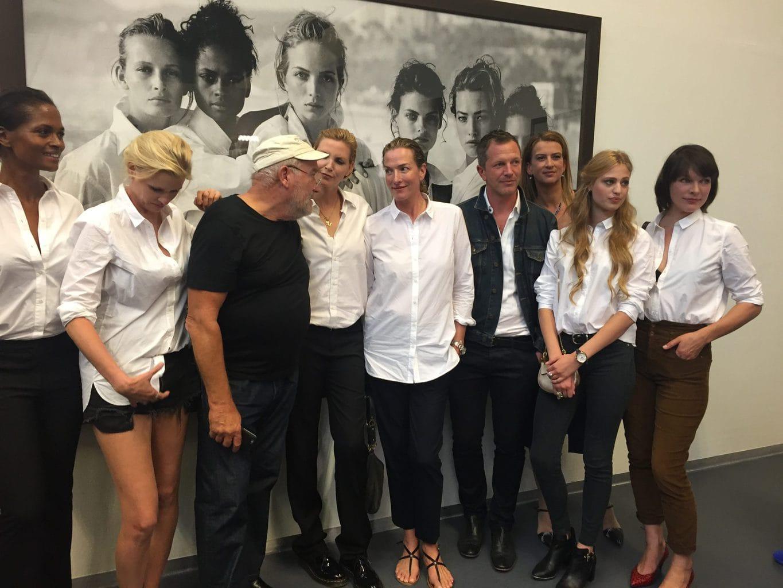 Fotograaf Peter Lindbergh met Tatjana Patitz en Linda Evangelista in de Kunsthal Rotterdam