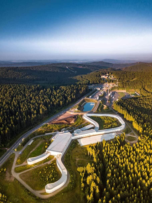 Skihal in Thüringen met veel bos