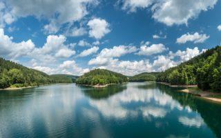 De Aggertalsperre is een stuwmeer in het Bergische Land in Nordrhein-Westfalen