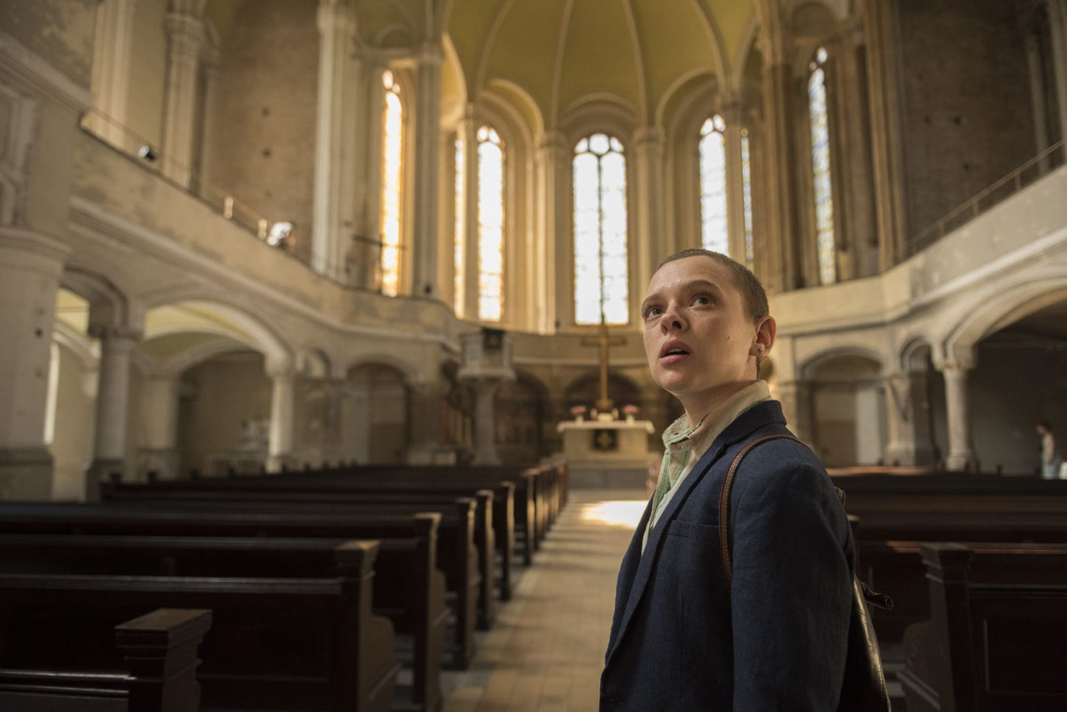 Actrice Shira Haar in een Berlijnse synagoge in Unorthodox, een Netflix-hit uit Duitsland