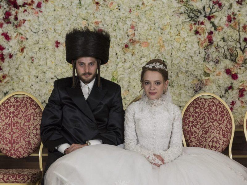 Esty met haar man op de dag van hun bruiloft in Williamsburg, New York. Unorthodox is een Duitse Netflix-hit