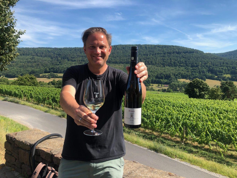 Auteur Ralf Johnen in de wijngaard van wijnmakerei Rudolf Fürst in Bürgstadt