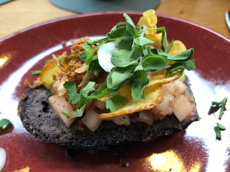 trek in een ontbijt met Michelin-ster? Probeer dan het sandwich met avocado en spiegelei in restaurant Neobiota in Keulen