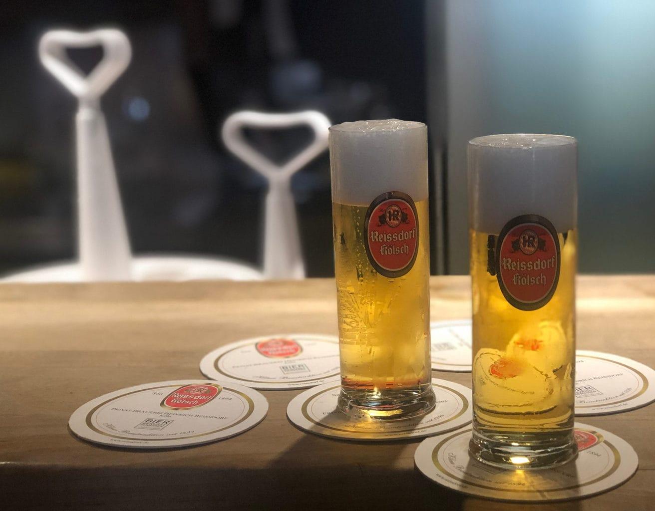 Twee glazen met Reissdorf Koelsch in Brouwerij Reissdorf am Griechenmarkt