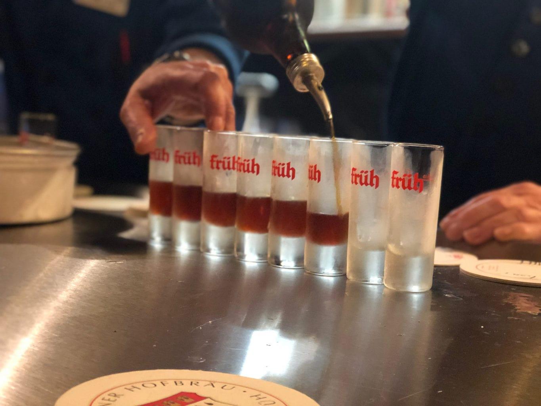 Kruidenschnaps behoort ook tot het sortiment in Brouwerij Frueh im Viertel
