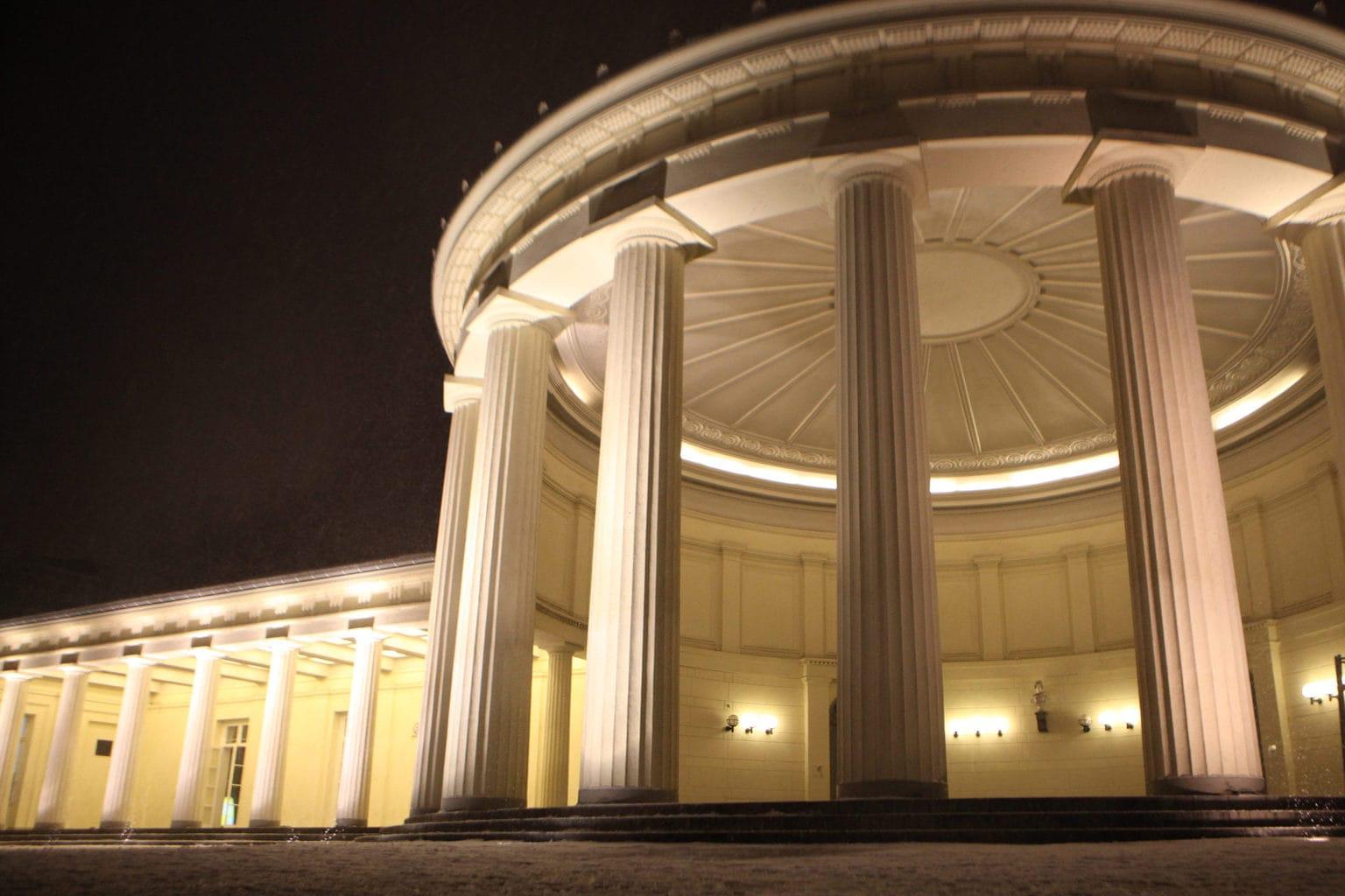 De Elisenbrunnen in Aken is een prachtig neoclassicistisch gebouw